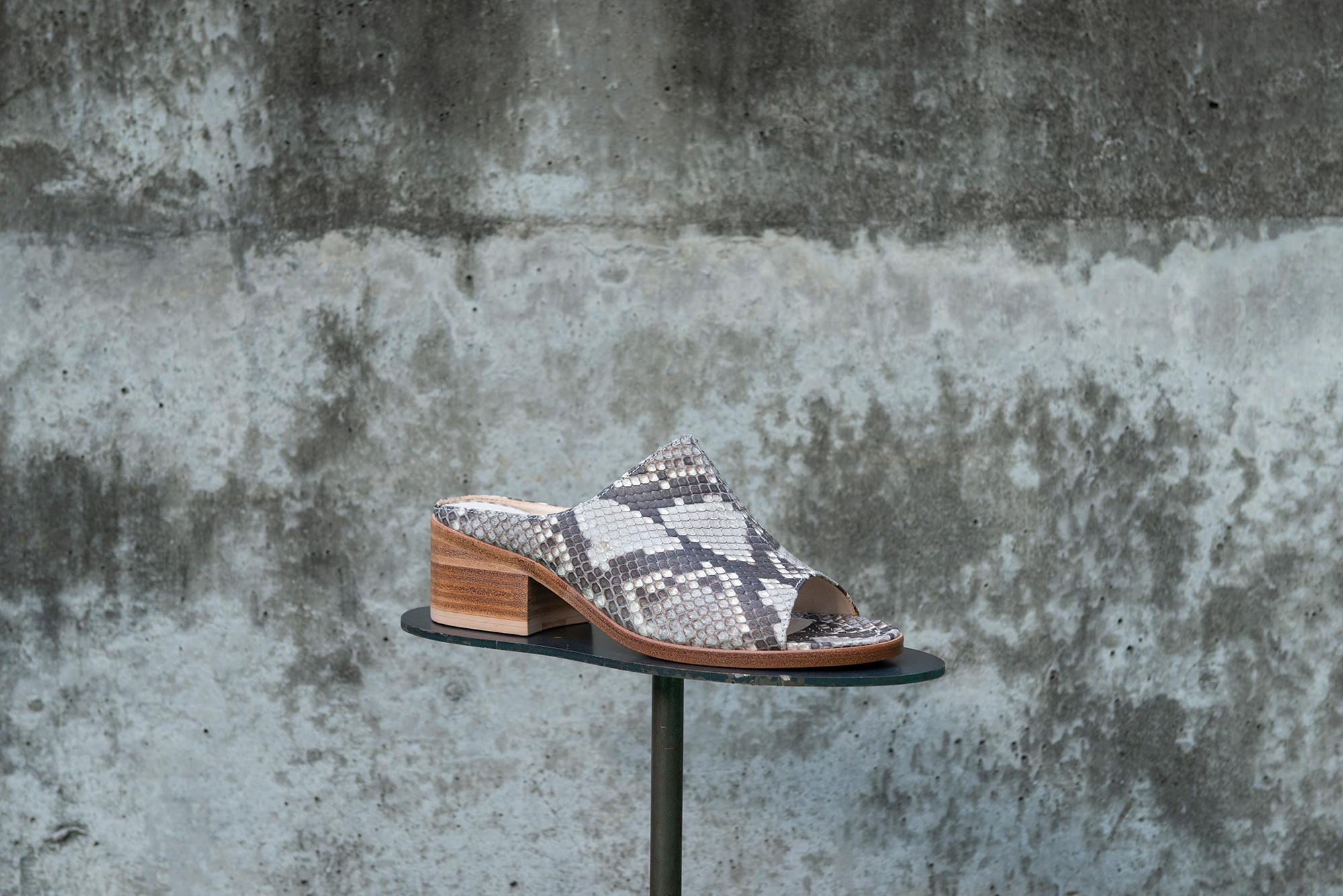 Sabot sandals
